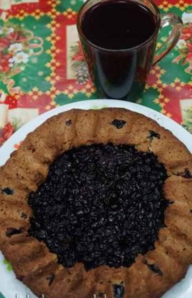 Преснуха ржаная с киселем из черной смородины Деревенская кухня