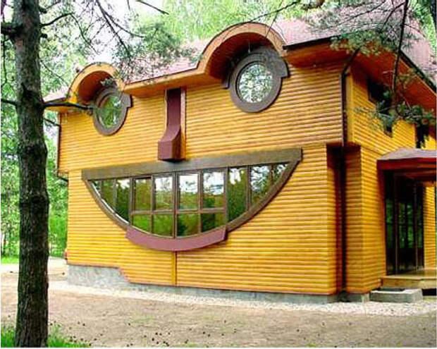 13. Этот дом был сделан таким специально, однако его улыбка просто заразительна! парейдолия, сходство