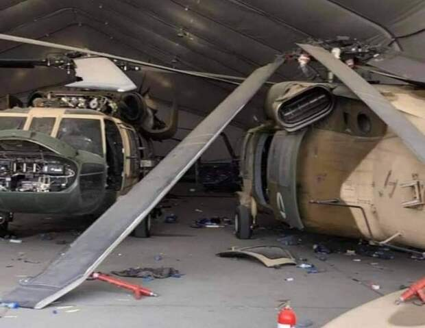 Ангар с американскими вертолетами