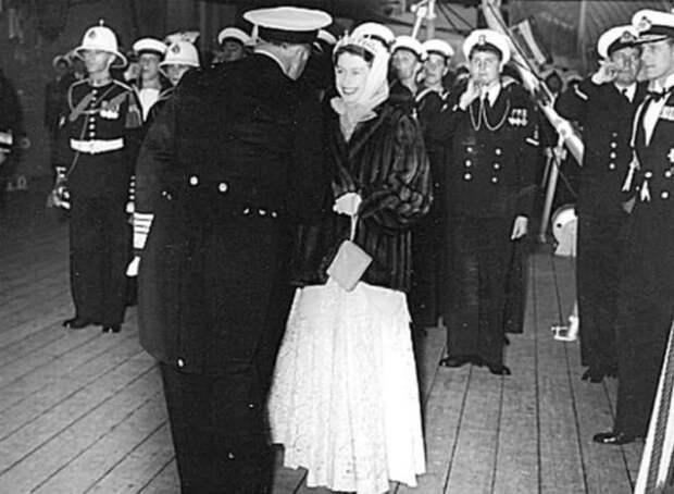 Советский офицер, ради которого королева Англии нарушила все правила этикета. Кто же он такой?