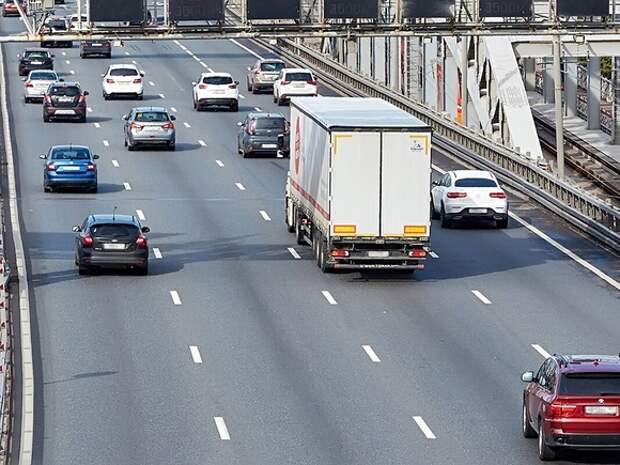 Автомобилистов Москвы предупредили о вечерних «дачных» пробках