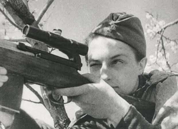 Почему из-за смерти любимого Людмила Павличенко не могла стрелять в немцев