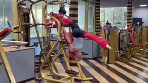 Видео: Волочкова застряла в тренажере после шпагата в спортзале