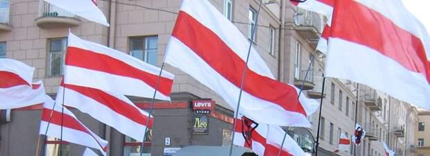 Откуда у белорусской оппозиции бело-красно-белый флаг?