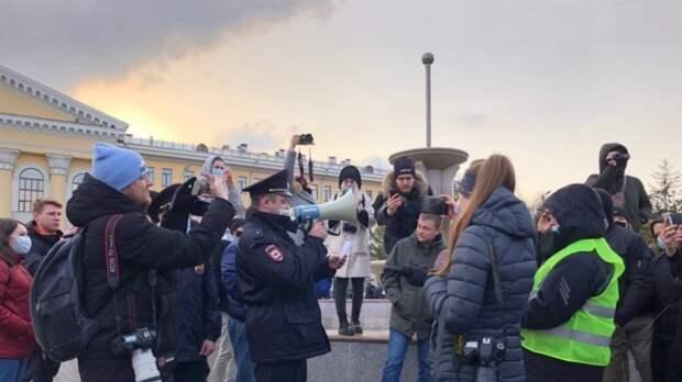 """Сторонников Навального задержали по заявлению """"провокаторов"""" в Томске"""