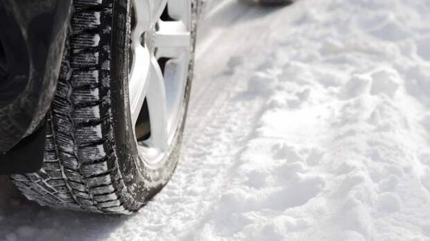 Автоэксперт Канаев напомнил водителям об опасности вождения в холодный период