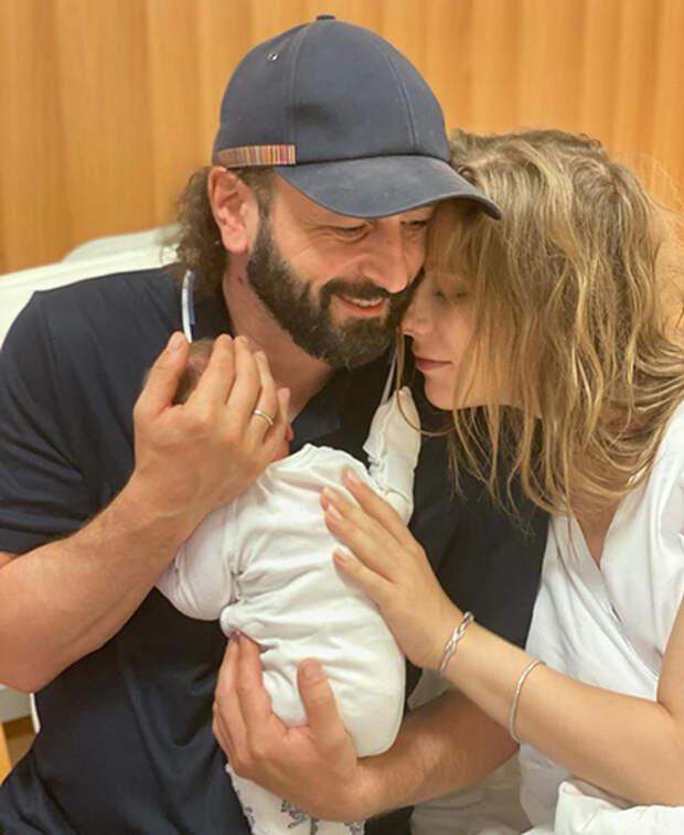 Илья Авербух и Лиза Арзамасова с сыном Львом