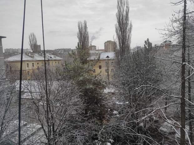 Как и обещали синоптики: В Симферополе выпал снег