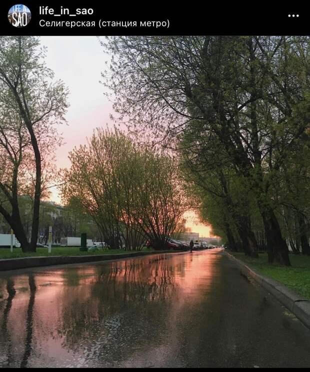 Фото дня: зеркальный закат у «Селигерской»