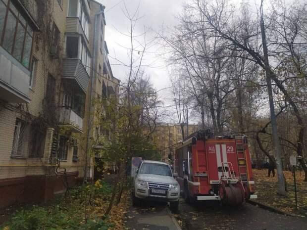 Спасатели потушили пожар в доме на Волоколамском проезде