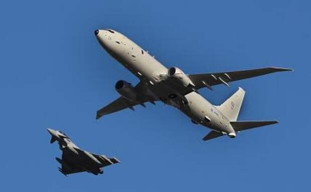 На фото: приобретенный Великобританией у американской компании Boeing самолет-разведчик P-8 Poseidon