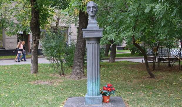 Парадокс от истории: в России ставят памятники пособникам Гитлера
