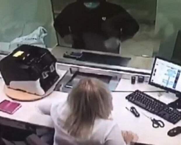 Россиянин попытался ограбить банк при помощи записки