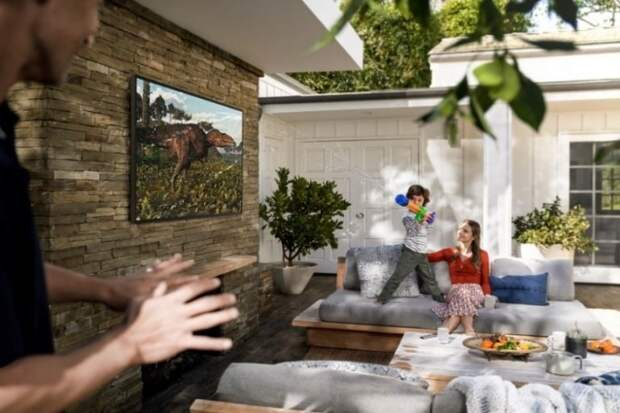 Стартовали продажи Samsung Terrace в России: телевизор за полмиллиона рублей, который не боится дождя