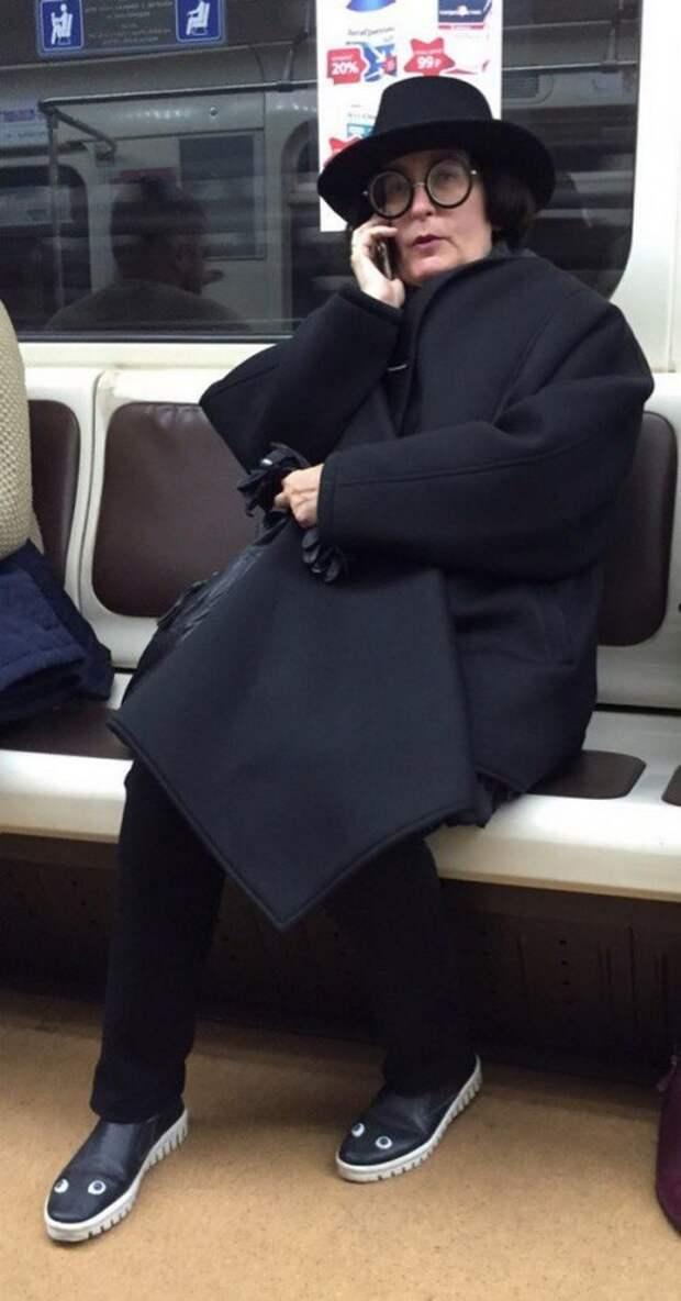 Модники и модницы в метро (24 фото)