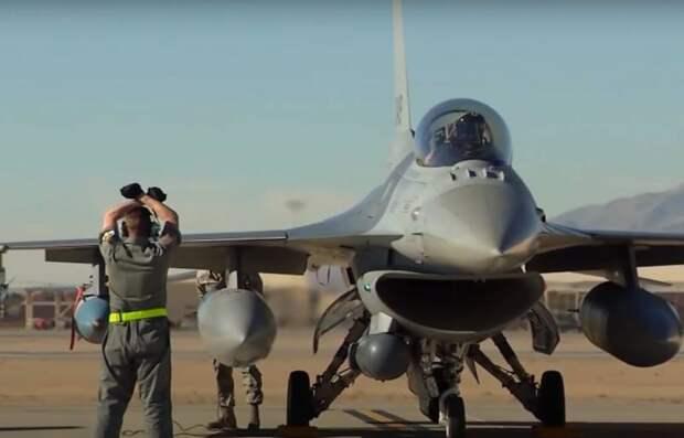 В США совершил полёт первый частный истребитель F-16