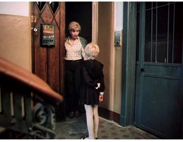 """Мне эта ситуация напомнила любимый детский фильм """"Гостья из будущего"""". Помните, ка маленькая девочка глубоким басом обругивает бабушку нехорошими словами?"""