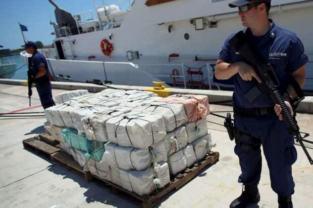 В территориальных водах Кубы перехватили катер с 1000 кг наркотиков на борту