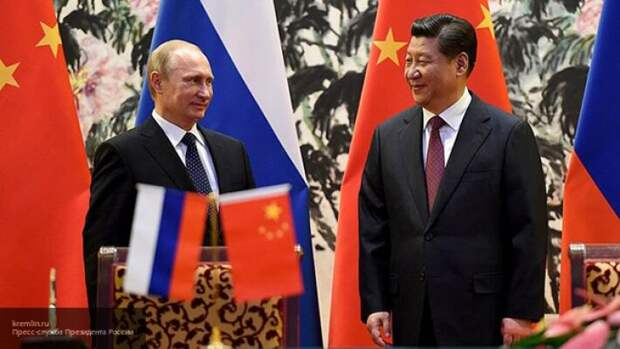 «Невыполнимая миссия по оружию»: Риттер пояснил, чего хотят добиться США от России и Китая