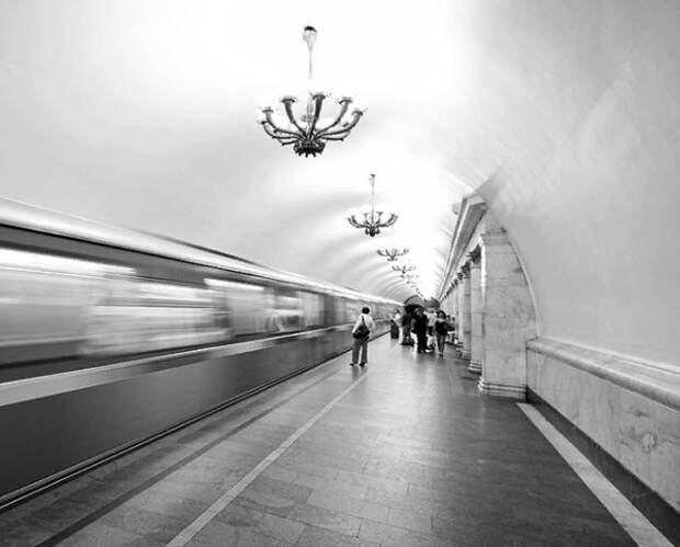 В Москве станции метро и аэропорты проверяют из-за массовых ложных сообщений о минировании