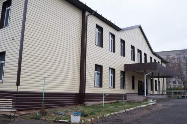 Ремонт школ в Ижевске, тысячи черепах в Оренбурге и тайфун в Японии: что произошло минувшей ночью