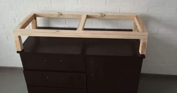 Девушка забрала мрачную офисную тумбу, чтобы сделать из неё интересную вещь