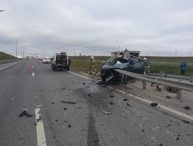 Водитель иномарки в Крыму погиб после столкновения с отбойником