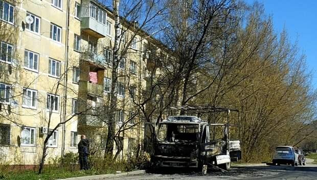 В Подольске ночью сгорел грузовой автомобиль
