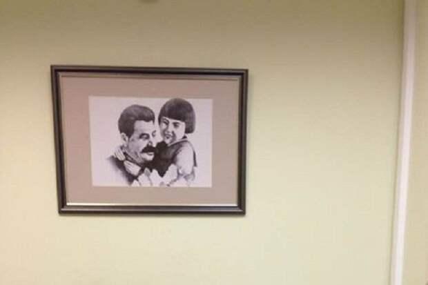 В соцсетях разгорелся скандал из-за фотографии Сталина в приемной детского омбудсмена