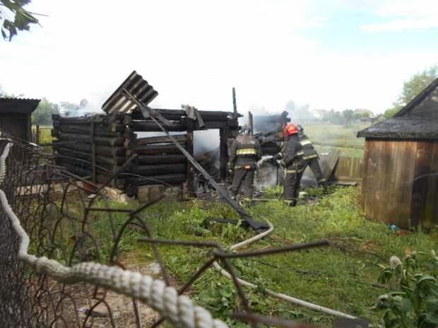 В деревне Стасевка Бобруйского района горел сарай.