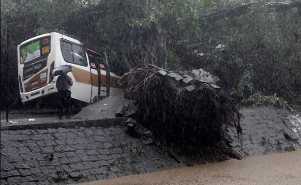 В Рио-де-Жанейро 10 человек погибли из-за сильнейших ливней