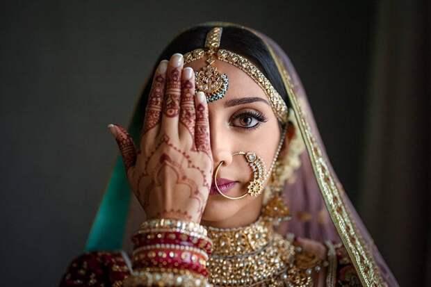 То ли девушка, а то ли виденье: индиец подал в суд на жену, узнав, что она — трансгендер