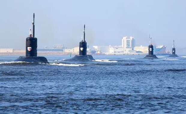 На фото: военные подводные лодки России.