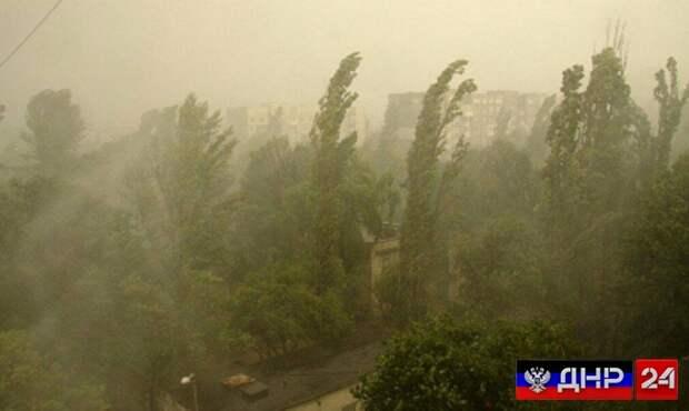 На Донецк движется мощная пылевая буря