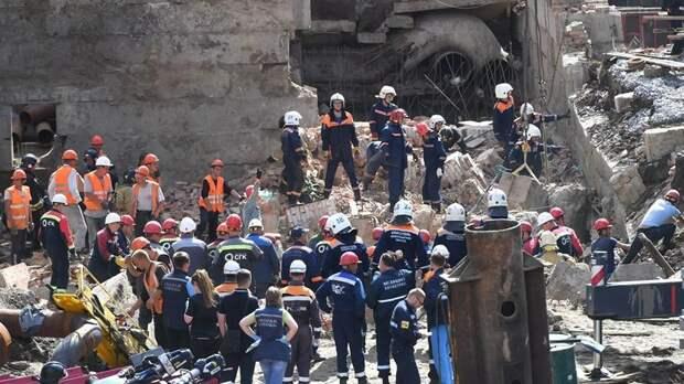 Под завалами здания в Новосибирске нашли третьего погибшего
