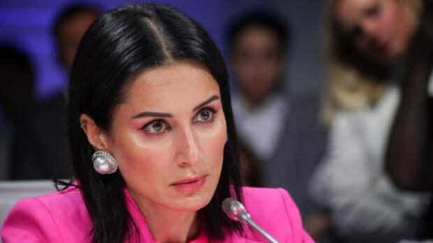 Телеведущая Тина Канделаки показала фанатам упругий живот