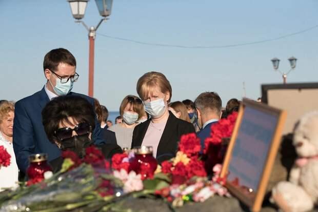 Сотни жителей Петрозаводска почтили память погибших во время теракта в Казани