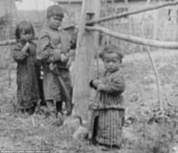 Дети у изгороди айны, история, народ, фотография