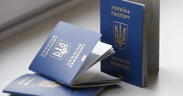 Харьковчанка с детьми послали Украину по известному адресу и выбросили паспорта