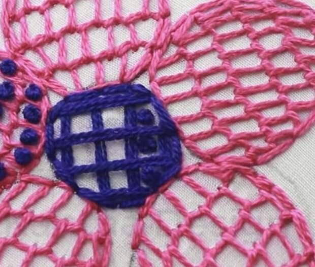 Очаровательная вышивка, которая украсит любой наряд