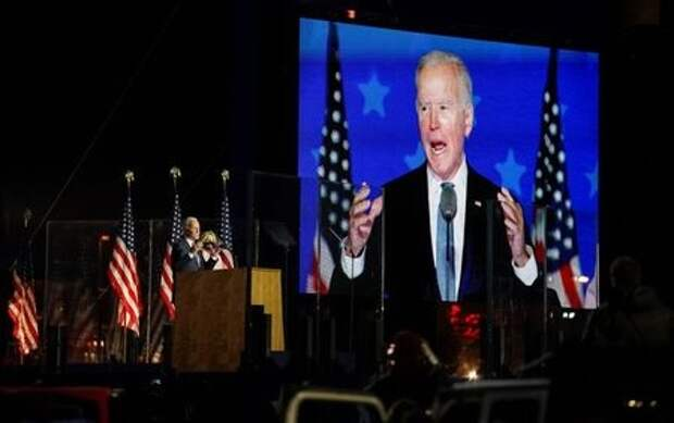 U.S. Democratic presidential nominee and former Vice President Joe Biden, accompanied by his wife Jill, speaks following early results from the 2020 U.S. presidential election in Wilmington, Delaware, U.S., November 4, 2020. REUTERS/Kevin Lamarque