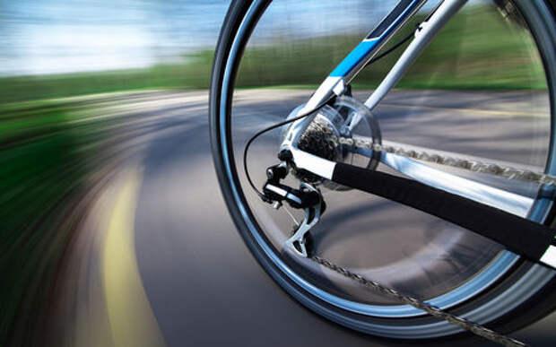Велосипедист летел по автомагистрали со скоростью 90 км/ч. Полиция его тормознула