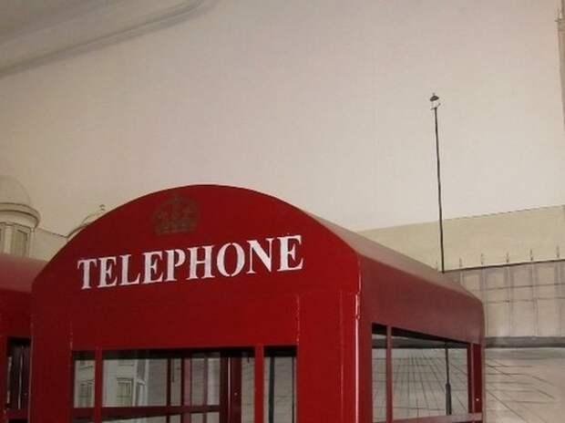 В новосибирской колонии поставили лондонские телефонные будки