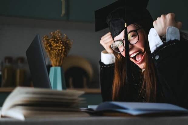 Зачем школьникам и студентам цифровые дипломы и аттестаты