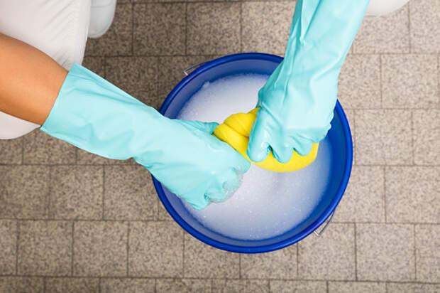 Пол от краски в подъезде дома на Гостиничной отмыли – «Жилищник»