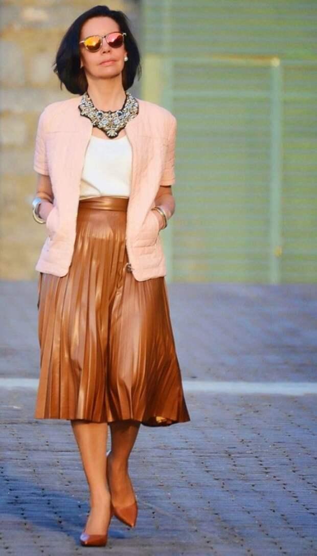 Как носить кожаные вещи женщине 50+, чтобы выглядеть стильно, а не вульгарно