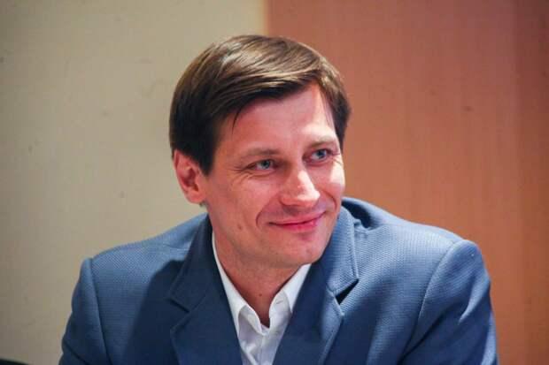 Гудков уехал из России после возбуждения уголовного дела