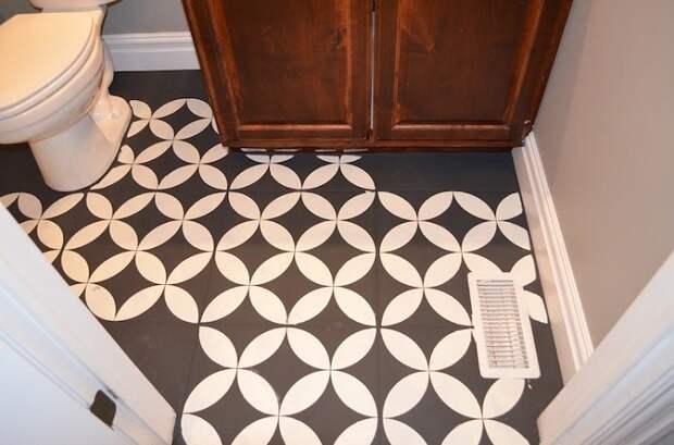 Купите понравившиеся трафареты и специальную краску для плитки, и новая плитка готова.