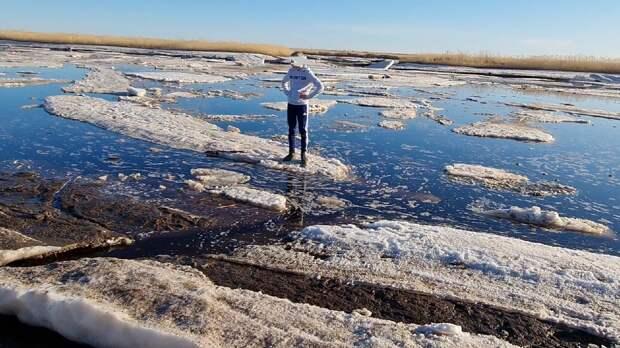 Подростки катались на льдинах