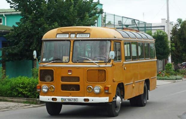 Почему в Советском Союзе автобусы красили в желтый цвет